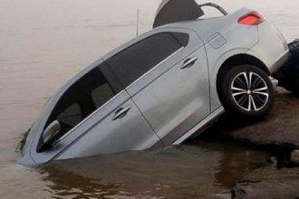 Estacionó su vehículo y a los pocos minutos lo encontró sumergido en el río Paraná