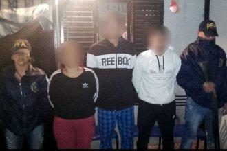 """Desmantelaron un """"kiosco"""" de venta de drogas en un barrio de Concordia y detuvieron a 3 personas"""