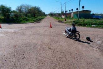 Fatal choque entre una moto y un utilitario: una mujer de 72 años falleció tras golpearse la cabeza