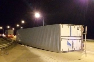 Volcó y sufrió lesiones en plena rotonda de acceso a Federación