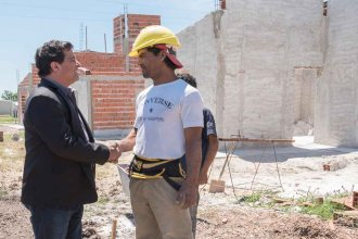 """Por """"graves incumplimientos"""", rescinden el contrato a empresa que construía viviendas en tres localidades"""