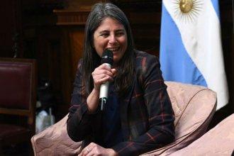 Por su labor literaria comprometida, el Senado de la Nación entregó una mención de honor a Selva Almada