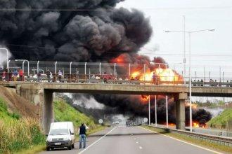 El incendio de un camión cisterna motivó un corte en la Autovía Artigas