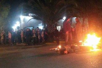 Alarmados por la inseguridad, prendieron fuego frente a la Comisaría