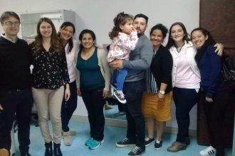 Francesca escucha gracias a un implante coclear hecho en el hospital público de Concordia