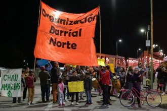 En protesta contra Amarras y un desfile de moda, cortaron parcialmente el puente