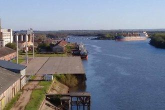 """Mientras terminaban de cargar arroz en el """"BBC Neptune"""", arribó otro buque al puerto de La Histórica"""