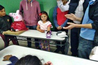 Con una gran sonrisa, recibió un regalo que le cambiará la vida