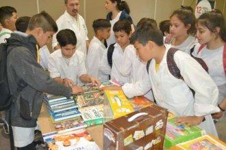 Con cientos de chicos y jóvenes, comenzó la Feria del Libro en Concordia