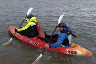 El viento y el estado del río complican la búsqueda del adolescente que se arrojó desde un muelle