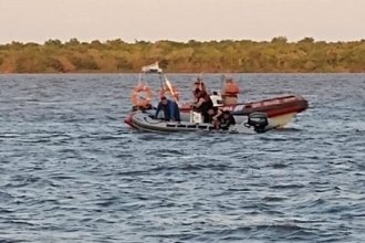 Siguen buscando al adolescente que se tiró de un muelle y desapareció en el río Uruguay