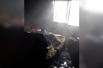 La explosión de la batería de un celular provocó el incendio de un departamento