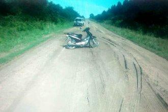Muerto, al lado de su moto, en medio de un camino vecinal