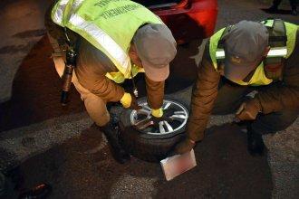 Ocultos en una rueda de auxilio, transportaban 11 kilos de cocaína por la ruta 14
