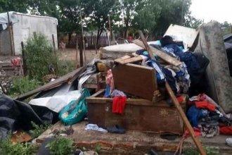 """""""Se levantó con el viento la pared completa"""" contó una madre de 7 hijos que vio derrumbarse su casilla"""