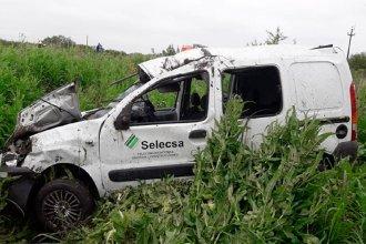 Una camioneta despistó, dio un par de tumbos y terminó volcada: sus ocupantes fueron hospitalizados