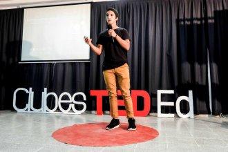 Desde un punto rojo, adolescentes inauguraron un espacio que llegó para quedarse en las escuelas