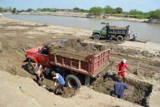 Denuncian que salen hacia Vaca Muerta 300 camiones por día con arena de ríos entrerrianos