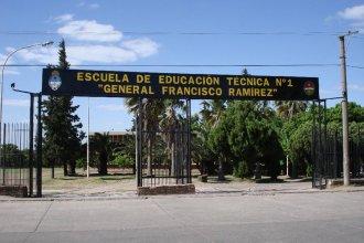 Ingresaron a robar a una escuela y quedaron registrados en las cámaras de seguridad