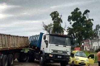Quedó atrapada en su auto tras chocar con camión en ruta entrerriana