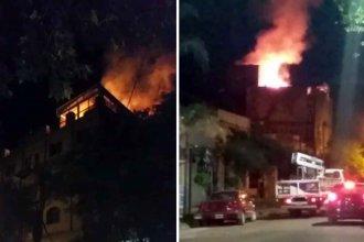 Impactantes imágenes del incendio de un hotel en Colón