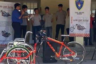 """Alumnos de la Técnica 1 presentaron """"Sueños sobre ruedas"""", un proyecto que logró reconocimiento nacional"""