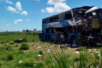 Tres personas continúan internadas en el Centenario tras la tragedia en la Autovía