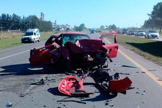Cuatro heridos, tras choque frontal en Ruta 14: dos de ellos quedaron atrapados en un vehículo