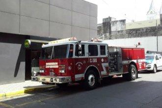 Llamado a los bomberos y restricción en cajeros, por principio de incendio en el banco
