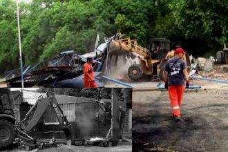 Tras dar la orden judicial, máquinas demolieron carribar de la costanera