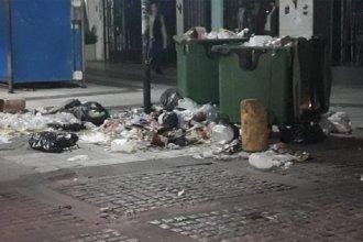 Admiten que la basura acumulada en las calles de Paraná influyó en el desborde de los arroyos