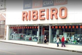 Ribeiro cerró uno de sus locales y once empleados se quedaron sin trabajo: les adeudan varios meses de sueldo