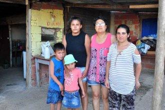Invasión de cucarachas, enfermedades y el pedido desesperado de una familia que vive rodeada de un basural