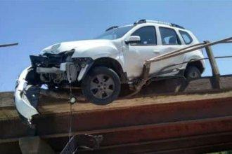 Una concordiense quedó con su camioneta pendiendo de la baranda de un puente