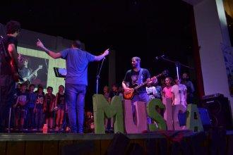 """""""Nadie se atreva a tocar a mi vieja"""": El grito de los alumnos en el día de la música"""