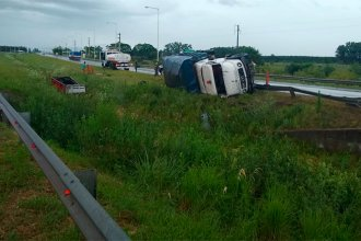 El vuelco de un camión en la autovía dejó cuatro heridos