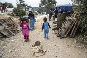 La isla que se volvió campo de concentración de refugiados: un inodoro cada 200 personas