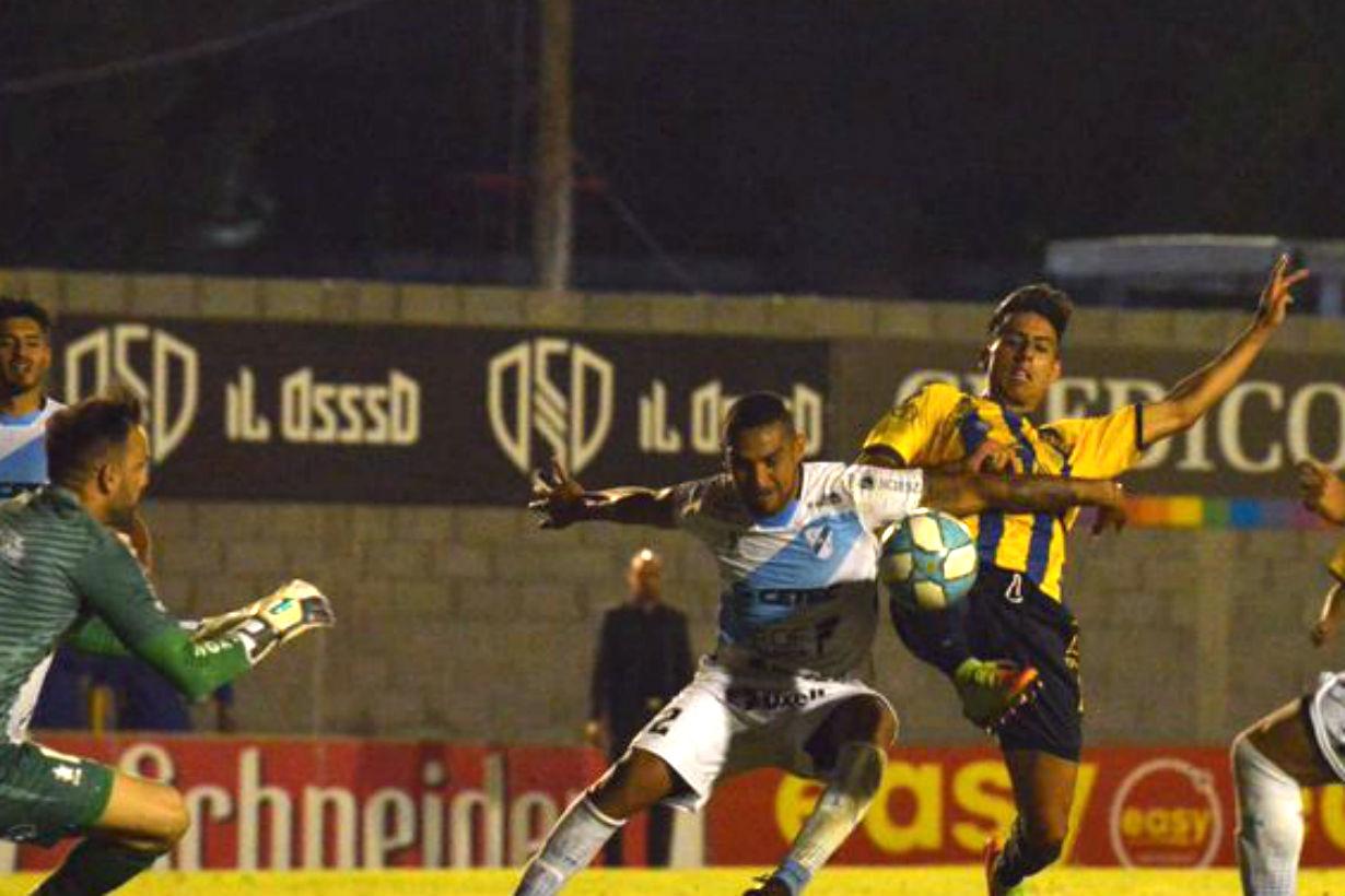 Puntazo y gol para Olivera, el joven de 19 años.