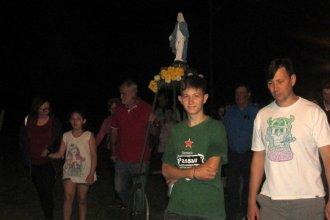 """20º aniversario de Termas Villa Elisa: su """"santa protectora"""" encabezó una procesión de antorchas"""