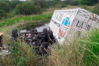 Fatal accidente sobre ruta entrerriana: un hombre murió tras despistar su camión y caer a un arroyo