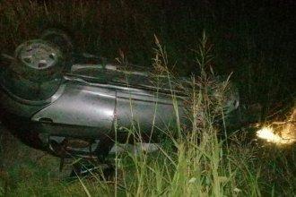 Un joven protagonizó un violento vuelco en su automóvil y fue hospitalizado