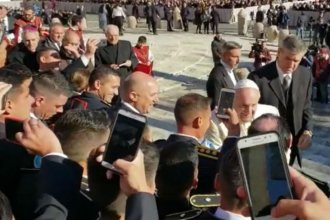 """Policías entrerrianos visitaron al Papa Francisco y hasta se sacaron una """"selfie"""""""