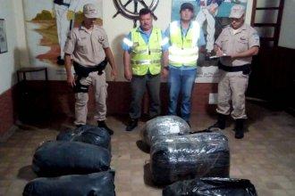 Dieron voz de alto a una embarcación y detuvieron a navegante con un importante cargamento de contrabando