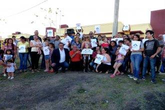 Con la entrega de la llave, 80 familias de docentes cumplen el sueño de tener su casa propia