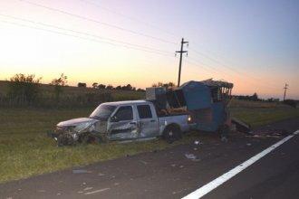 Accidente en autovía Artigas: chocó una camioneta que estaba sobre la banquina y fue hospitalizado