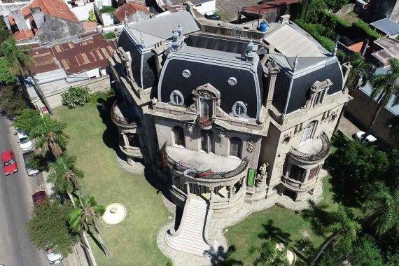 Los secretos del señorial palacio que Cresto eligió para asumir su segundo mandato