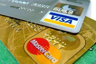 """Para """"cuidar los dólares"""", las compras en el exterior tendrán una impuesto del 30%"""