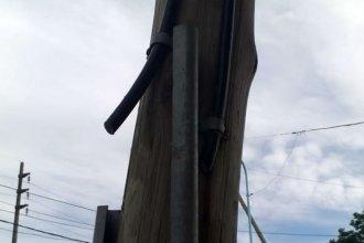 Denuncian que varios barrios quedaron incomunicados por un corte intencional de cables de teléfono
