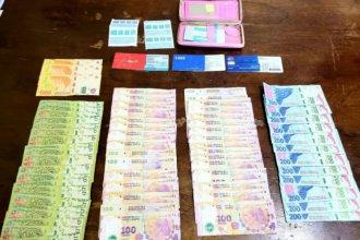 Encontró una billetera con más de $20.000 y la llevó a una comisaría para buscar a su dueña
