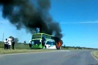 Viajaba hacia La Histórica con 30 pasajeros, pero terminó prendido fuego en el camino